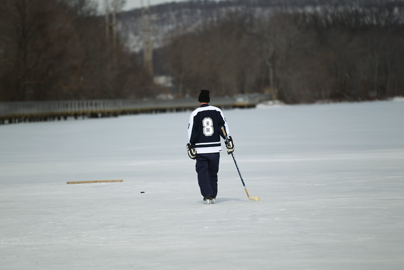 20140208_EMCphotography_PondHockeyCongersLakeNY-1.jpg