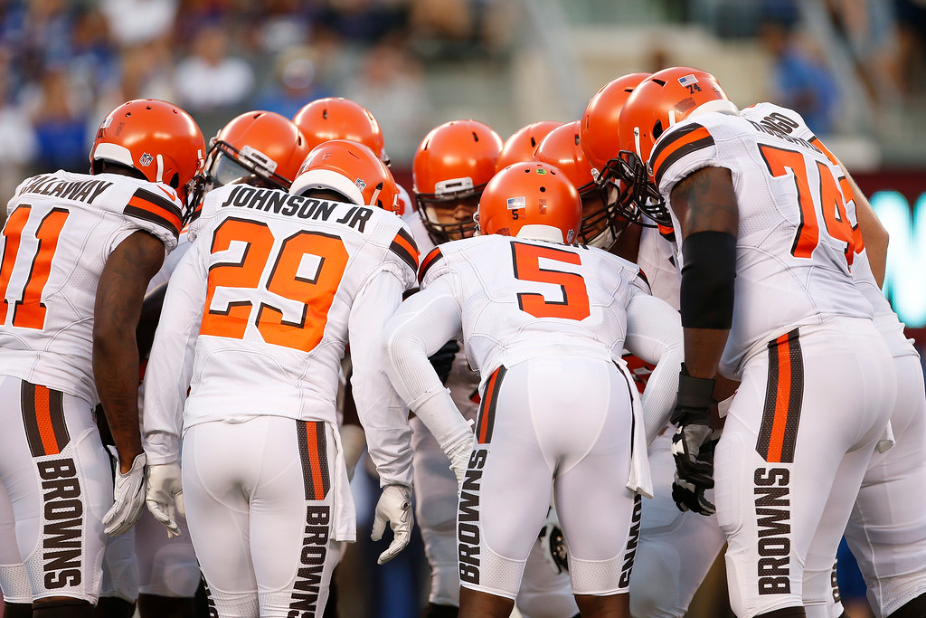 . Cleveland Browns quarterback Tyrod Taylor (5) huddles with teammates during the first half of a preseason NFL football game against the New York Giants Thursday, Aug. 9, 2018, in East Rutherford, N.J. (AP Photo/Adam Hunger)