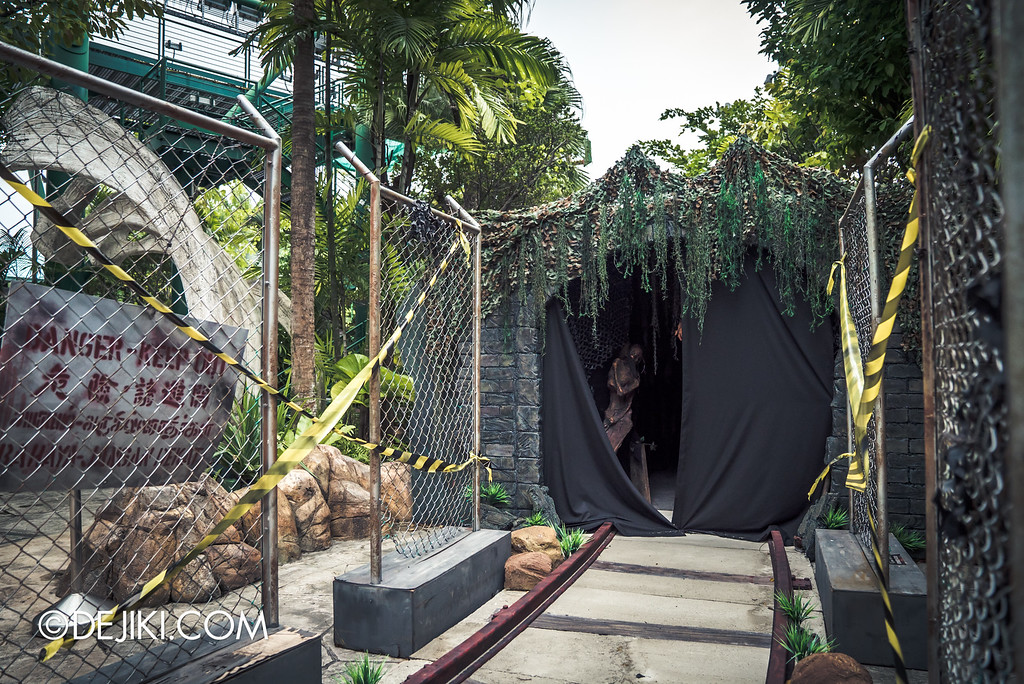 Universal Studios Singapore - Halloween Horror Nights 6 Before Dark Day Photo Report 3 - Suicide Forest scare zone / the tunnel has opened