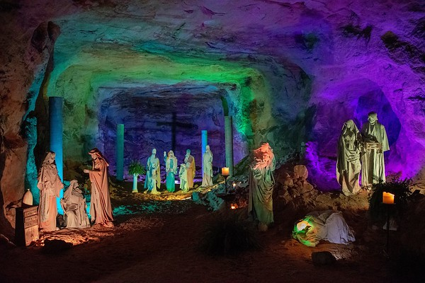 The Christmas Cave, Minford, OH (41 Images)