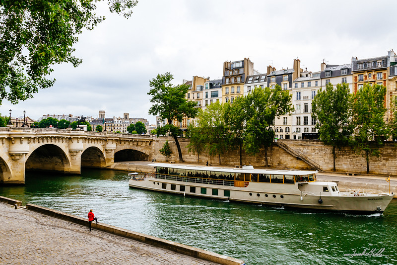 A boat ride on along the Seine river