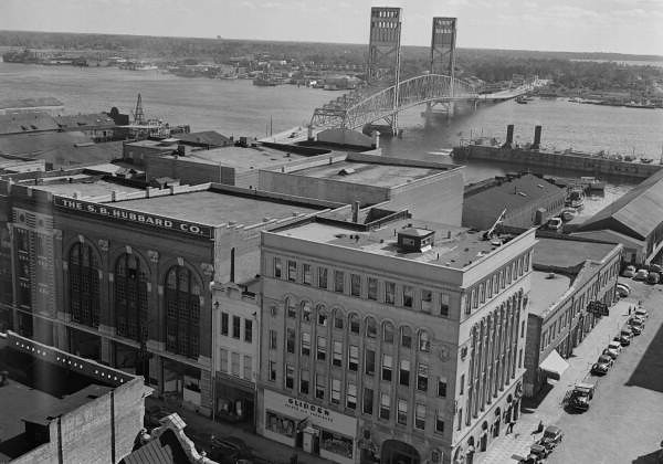Main Street Bridge 1940s.jpg