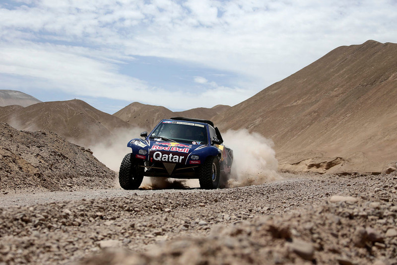 . Qatar\'s Nasser Al-Attiyah and co-pilot Spain\'s Lucas Cruz compete with their Buggy during the 5th stage of the Dakar Rally 2013 from Arequipa in Peru to Arica in Chile, January 9, 2013. REUTERS/Jacky Naegelen