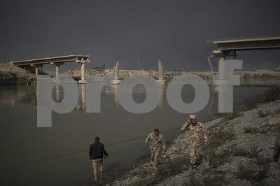 airstrike-hits-mosul-bridge-disrupting-is-supply-lines
