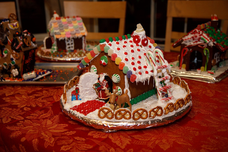 2008_gingerbread_houses-21.jpg