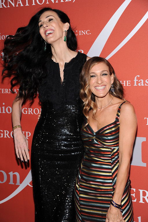 ". Actress Sarah Jessica Parker poses with honoree L\'Wren Scott at the 29th Annual ""Night Of Stars\"" presented by The Fashion Group International at Cipriani Wall Street on Thursday Oct. 25, 2012 in New York. (Photo by Evan Agostini/Invision/AP)"