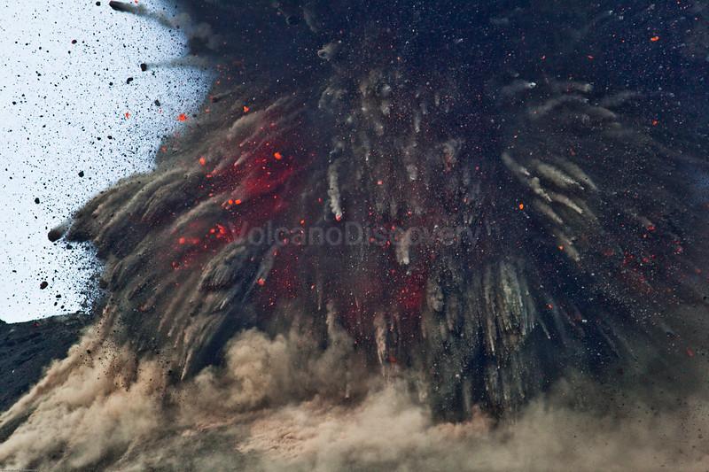 krakatau_i3214m.jpg