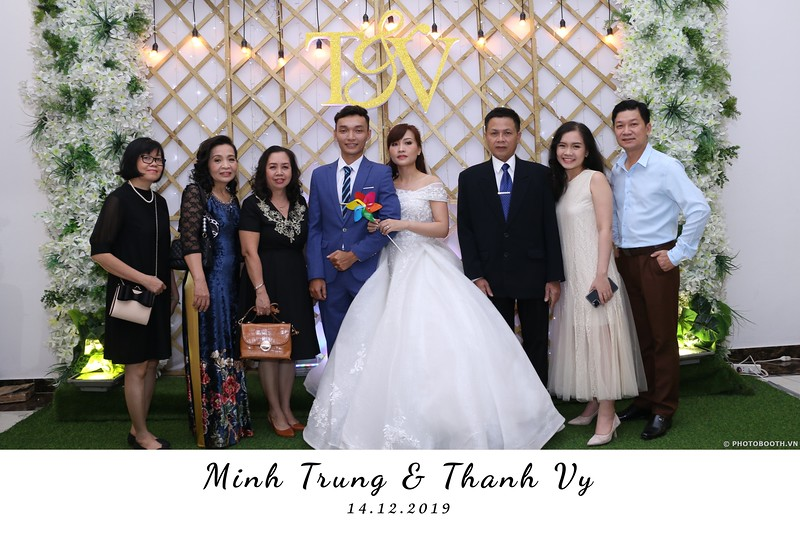 Trung-Vy-wedding-instant-print-photo-booth-Chup-anh-in-hinh-lay-lien-Tiec-cuoi-WefieBox-Photobooth-Vietnam-002.jpg