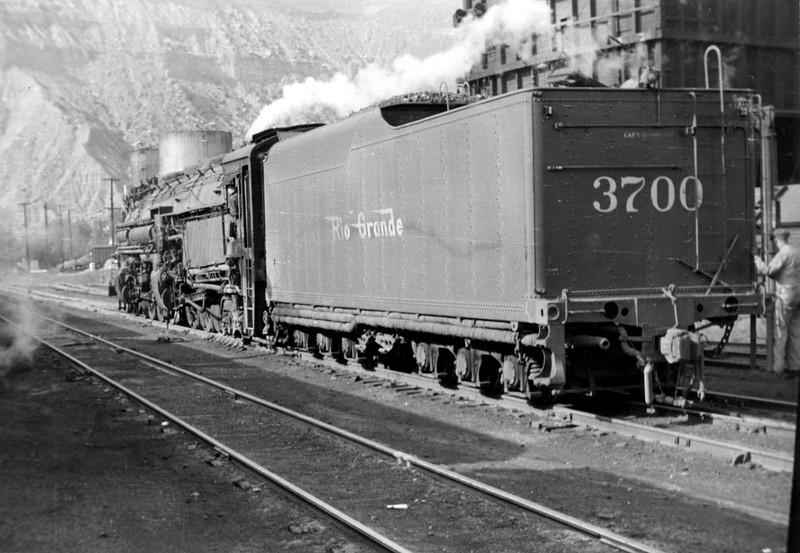 DRGW_4-6-6-4_3704-rear_helper_1944_emil-albrecht-photo.jpg
