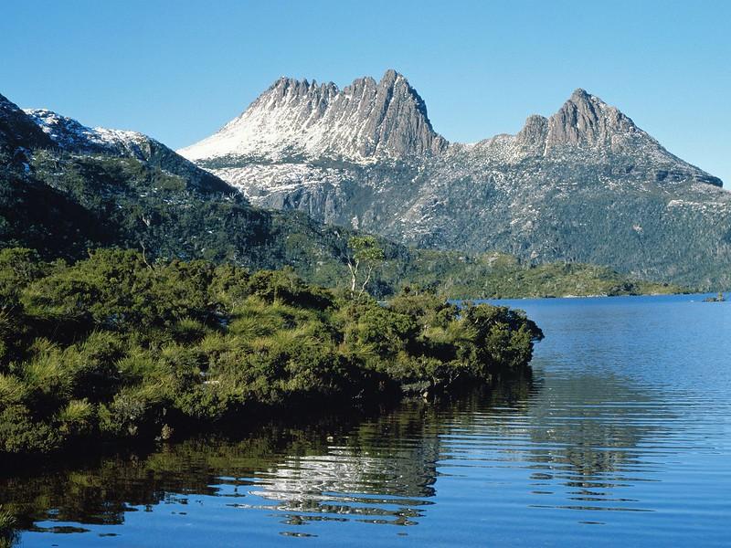 Dove Lake at Cradle Mountain, Tasmania, Australia.jpg