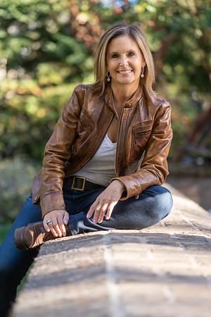 D1030 Lisa Shiveley headshots