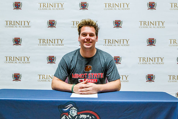 20180207 - Ryan Demarois SIGN Football
