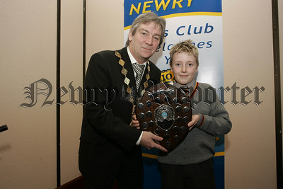 President of Newry Lions Tony Quinn presents Harrison McQuillan from Abbey P.S. with the trophy for best urban school. 07W6N13