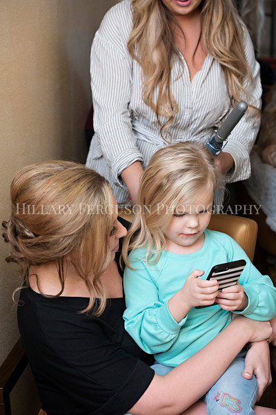 Hillary_Ferguson_Photography_Melinda+Derek_Getting_Ready126.jpg