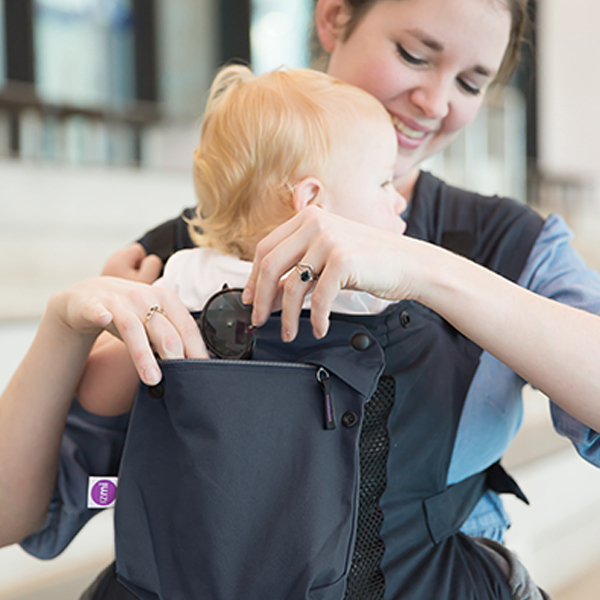 Izmi_Accessories_Lifestyle_Pocket_Midnight_Blue_On_Midnight_Blue_Toddler_Carrier_Mum_Hand_In_Pocket.jpg