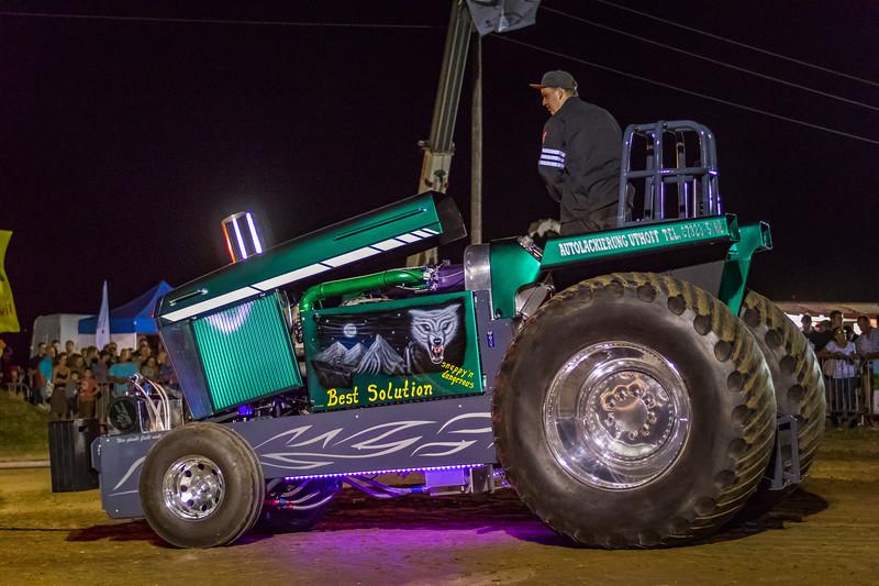 Tractor Pulling 2015 V3-0236.jpg