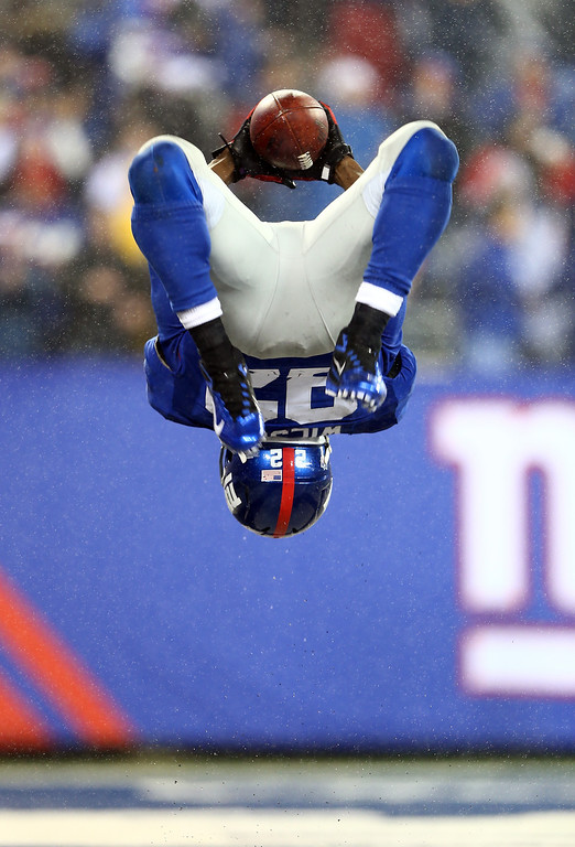 . EAST RUTHERFORD, NJ - DECEMBER 09:  David Wilson #22 of the New York Giants celebrates his third touchdown of the game against the New Orleans Saints on December 9, 2012 at MetLife Stadium in East Rutherford, New Jersey.  (Photo by Elsa/Getty Images)