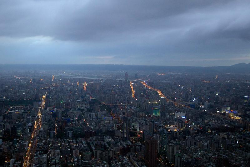 Sky getting dark above Taipei skyline - Taipei, Taiwan