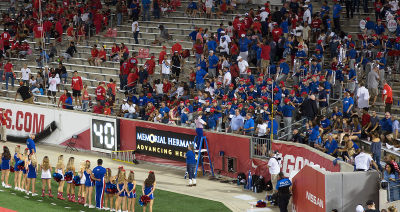 The SMU people sing their Alma Mater ...