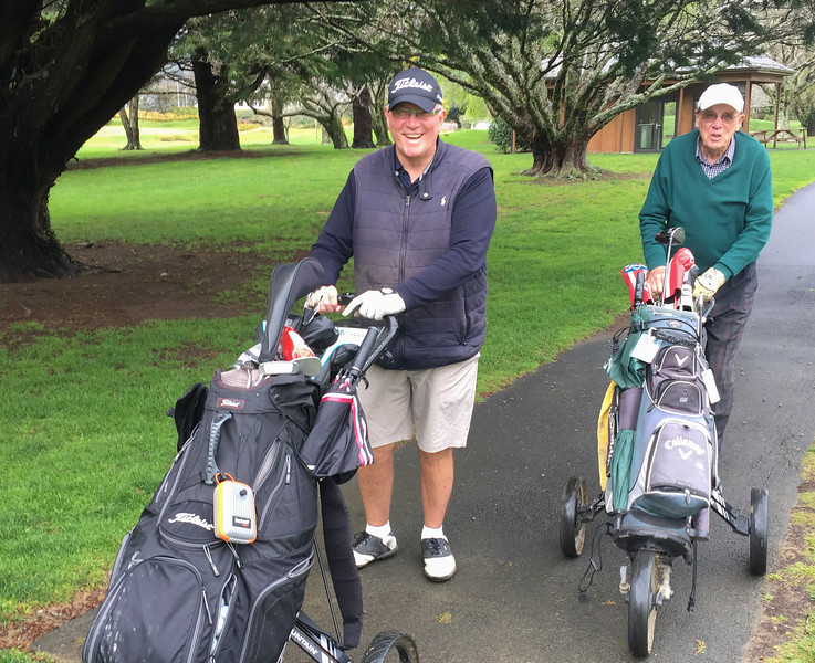20200924 Ian Waddell and Jim Malcolm with trundlers at RWGC IMG_3694.jpg
