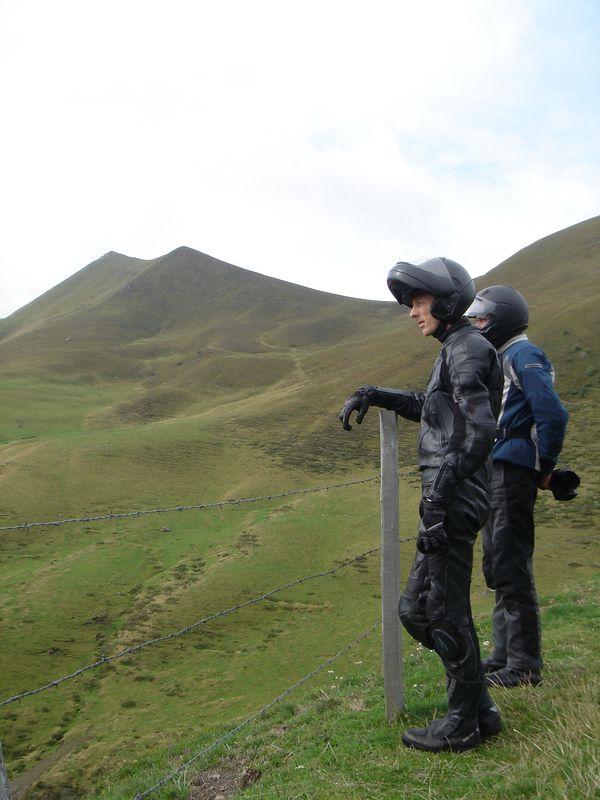 """""""Als we de troepen nu eerst over deze bergflank laten komen kunnen we bivak slaan naast die vulkaan..."""""""