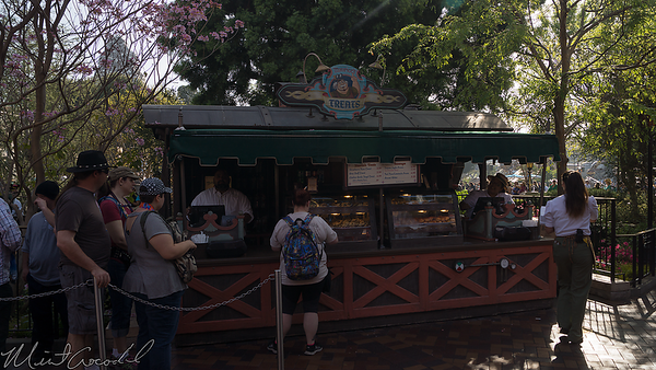 Disneyland Resort, Disneyland, Fantasyland, Hub, Royal Theatre, Royal, Theater, Theatre, Maurice, Maurice's Treats, Treat, Treats