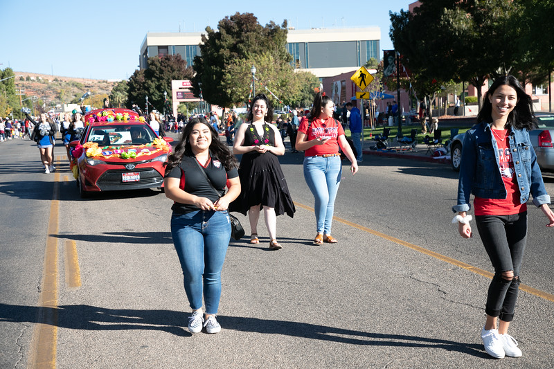HOMECOMING PARADE 2019-1934.jpg