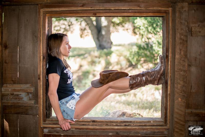 Beautiful Model Goddess in Daisy Dukes Short Shorts Cutoff Jeans!  Pretty, pretty, girls!