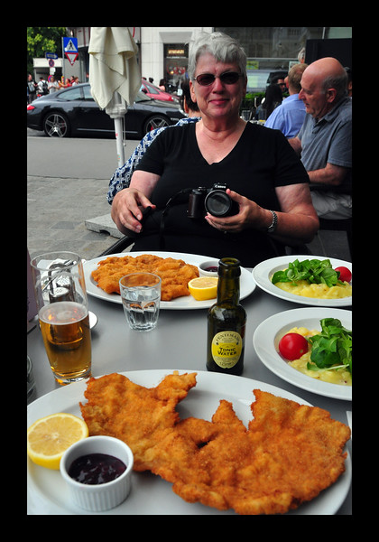 Hundred Dollar Sidewalk Lunch - Vienna, Austria - 2013.JPG