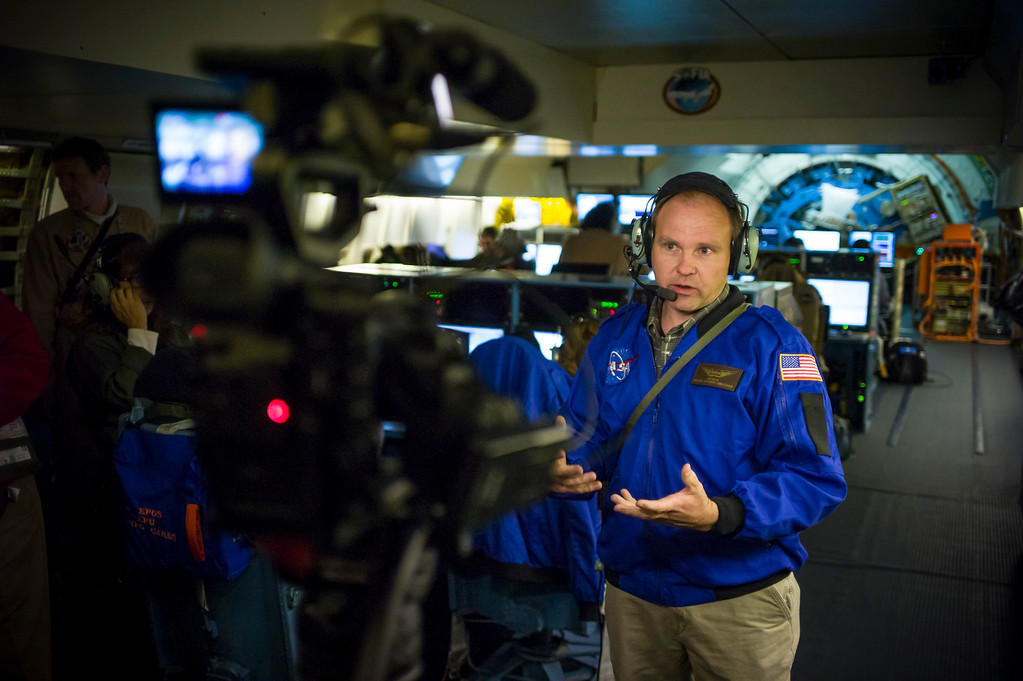 . Science teacher Dan Molik from Palmdale Aerospace Academy talks about the science of NASA\'s SOFIA during an all night science flight over the US.    (Photo by David Crane/Los Angeles Daily News)
