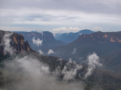 20091025 Misty Blue Mountains