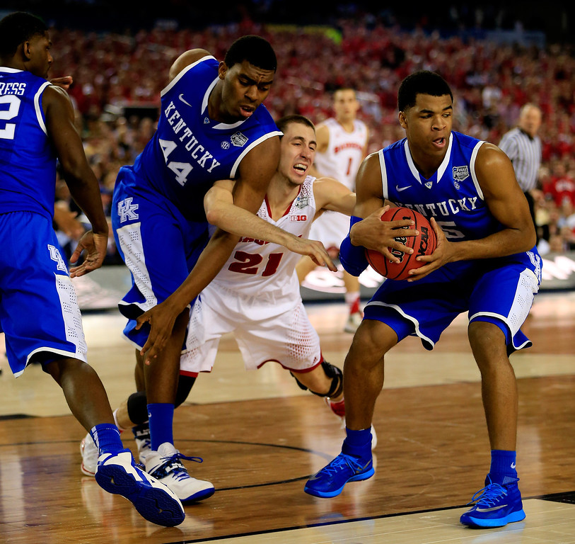 . ARLINGTON, TX - APRIL 05: Josh Gasser #21 of the Wisconsin Badgers battles with Andrew Harrison #5 of the Kentucky Wildcats during the NCAA Men\'s Final Four Semifinal at AT&T Stadium on April 5, 2014 in Arlington, Texas.  (Photo by Jamie Squire/Getty Images)