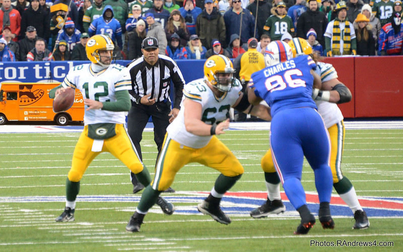 Aaron Rodgers is back to pass