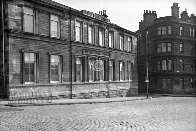 Bell St, between Great and Little Dovehill.   The Dovehill School.    June 1975,