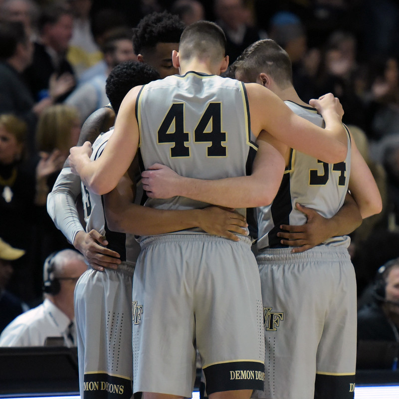 Deacs huddle at 2nd half start.jpg