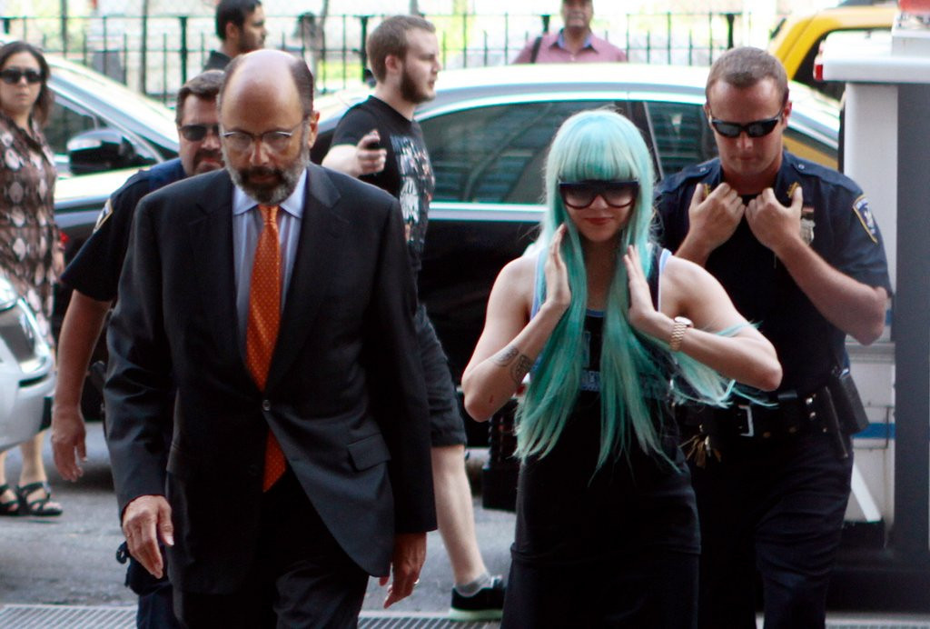 """. <p><b><a href=\'http://www.nydailynews.com/entertainment/gossip/amanda-bynes-parents-court-full-britney-article-1.1410937\' target=\""""_blank\""""> 4. Amanda Bynes </a></b> <p>Taking taxis from New York to Los Angeles? Even the Lohans aren�t <i>that</i> crazy. (unranked) <p> --------------------------------------------    (AP Photo/Bethan McKernan)"""
