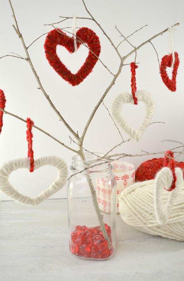 It's never too early to decorate for Valentine's Day! Not only is this Valentine Heart Tree fun to make, but it's a perfect romantic or snow day project to work on at home. #ValentinesDay #crafty