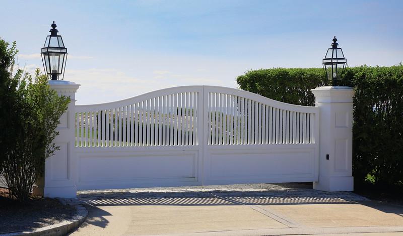 635 - 400309 - Newport RI - Azek Steel Framed Gate