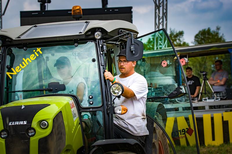 Tractor Pulling 2015-02280.jpg