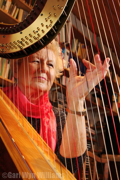 Elinor Bennett - Harpist