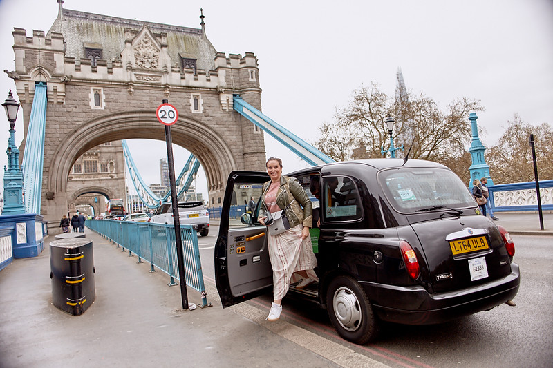 London-photo-shoot-westminster-buckingham-palace-Tower-bridge-black-cab-taxi 57.jpg