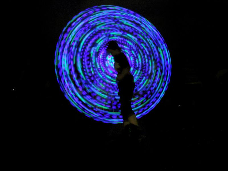 GlowRingSpinSilohuetteDSCN3776.jpg