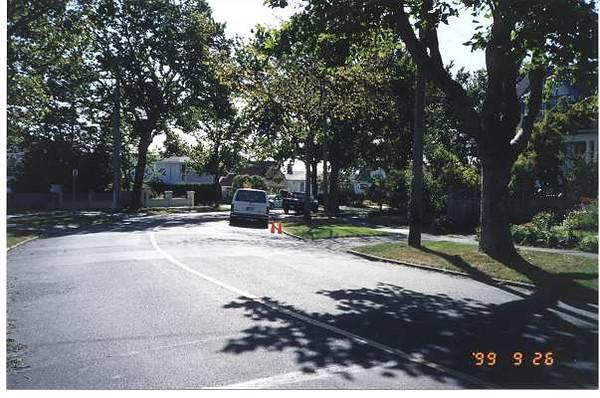 Royal Victoria Marathon Landmarks - 1999 Course - 35 km - Hollywood Crescent