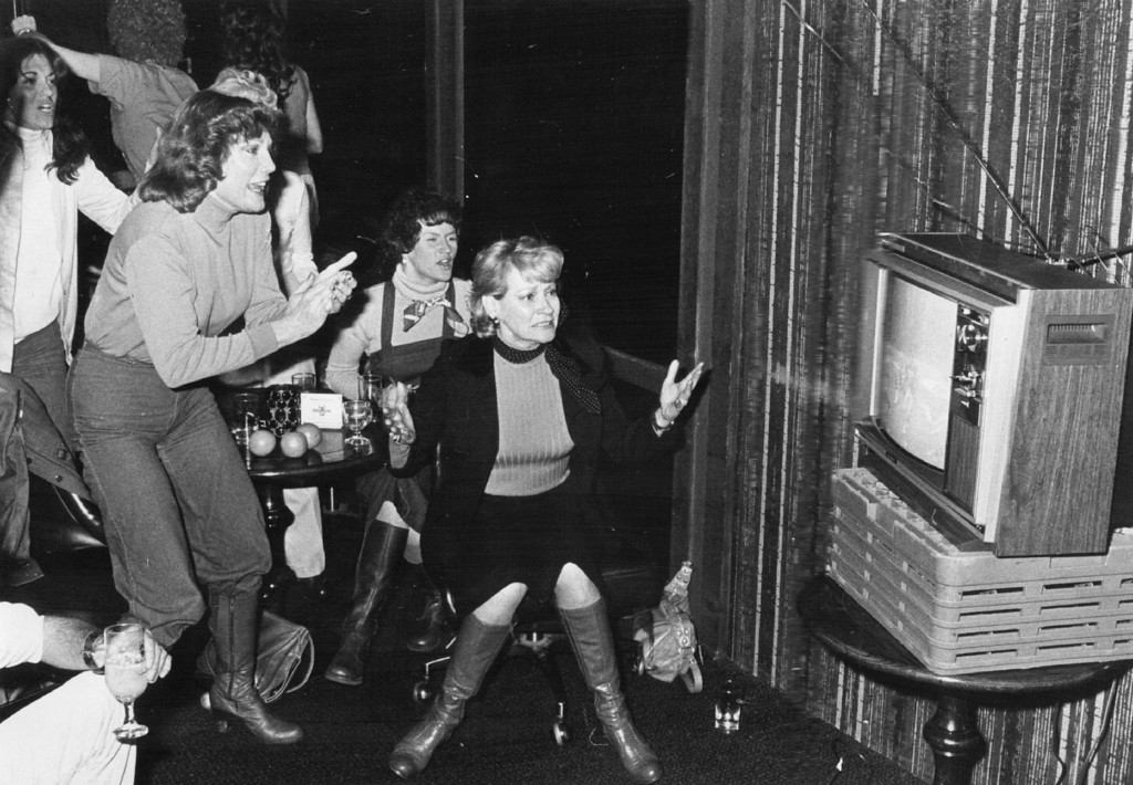 . JAN 16 1978 - Bronco Fans at London House Restaurant React as a play Starts in the super Bowl... They were among thousands of fans gathered in bars, private homes and apartments to watch the game Sunday. (Lyn Alweis/The Denver Post)
