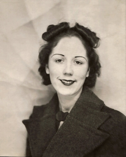 Olive (Doss) Essick; small portrait. Back of photo is marked: Olive Essick