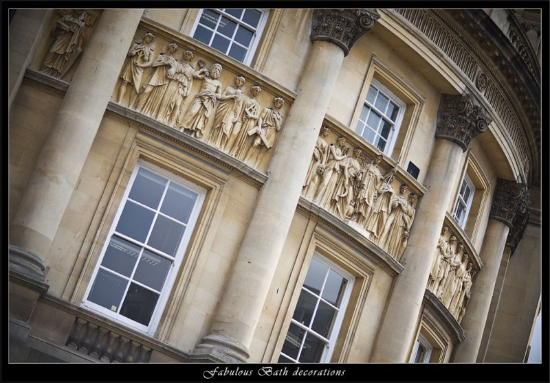 Amazingly detailed statues on Bath buildings (80623421).jpg