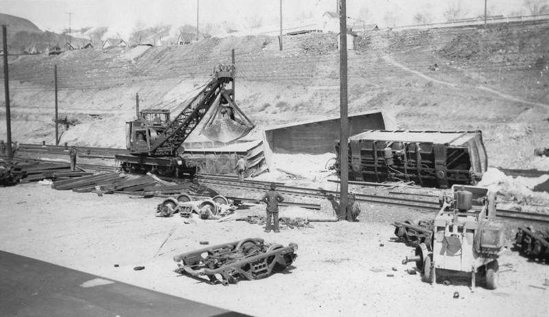 Copperton-derailment-cleanup_steve-richardson-collection.jpg