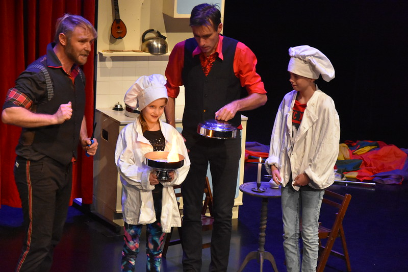 Circusvoorstelling Uitgekookt - Circusfactory ism Studio26 - 7.JPG