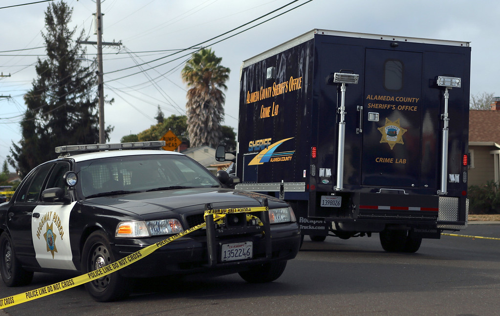 . An Alameda County Sheriff\'s Office crime lab vehicle arrives at an investigation into an officer involved shooting in Hayward, Calif., Wednesday, July 22, 2015. (Anda Chu/Bay Area News Group)