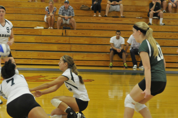 BABSON WOMENS VOLLEYBALL  9.5.09